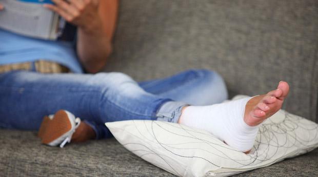 Как лечить сильный ушиб голеностопного сустава